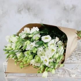 Букет белых лизиантусов