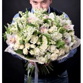 Букет цветов из орхидей и сирени Сон королевы