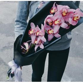 Орхидея Цимбидиум в дизайнерской бумаге