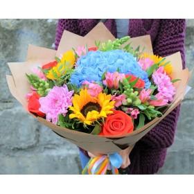Букет с подсолнухами, розами и гортензией