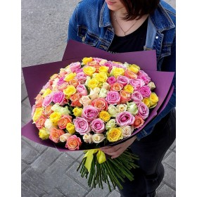 Букет с разноцветными розами Пентхауз
