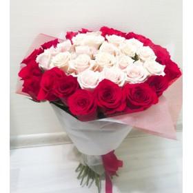 Букет белых и красных роз Лав стори