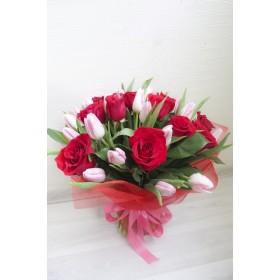 Букет из тюльпанов и роз Легенда