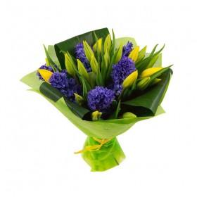 Букет с гиацинтами и тюльпанами