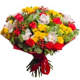 Яркий букет из роз и орхидей №179