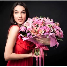 Букет  из орхидей , альстромерии и роз Всплеск