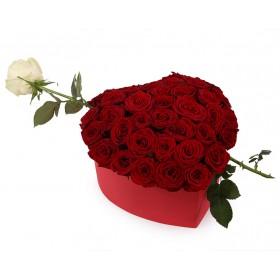 Розы в коробке №80
