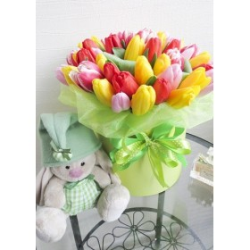 Коробка с тюльпанами и игрушкой №39