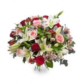 Букет цветов из красных роз и альстромерии
