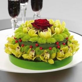 Композиция из цветов Праздничный торт