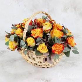 Корзина из 25 ярких роз
