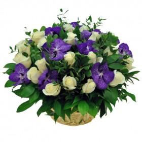 Корзина с розами и орхидеями №324