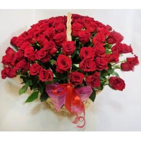 Корзина цветов из 101 красной розы
