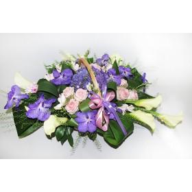 Корзина с экзотической вандой, розами и каллами №315