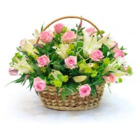 Корзина с розами и лилией №321