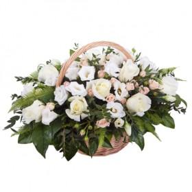 Корзина с белыми цветами №319