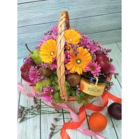 Корзиночка с цветами, медом и фруктами Онега