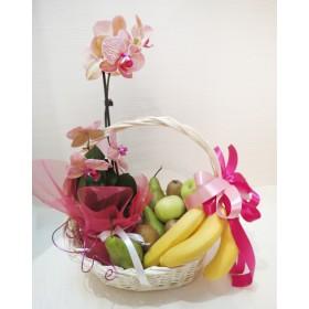 Корзина с цветами и фруктами Орхидея