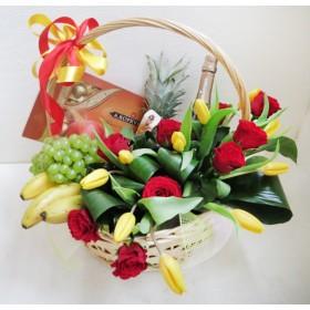 Корзина с цветами и фруктами Яркий день
