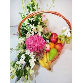 Корзина с цветами и фруктами Иолана