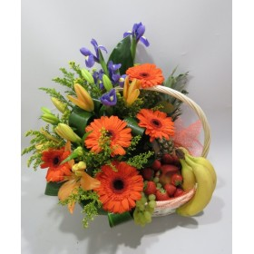 Корзина с цветами и фруктами Катарина