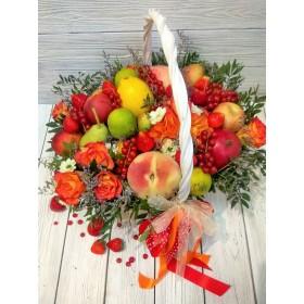 Корзина с фруктами и ягодами Жара