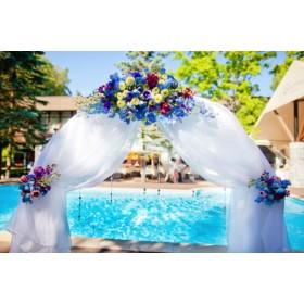 Арка свадебная с хризантемами, дельфиниумом, левкоем и альстромерией №3