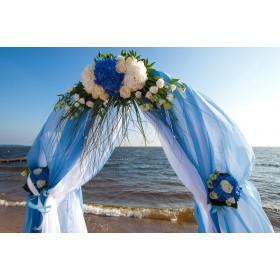 Арка свадебная с розами, гортензией и эустомой №4